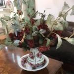 כלי מפורצלן ופרחים מיוחדים